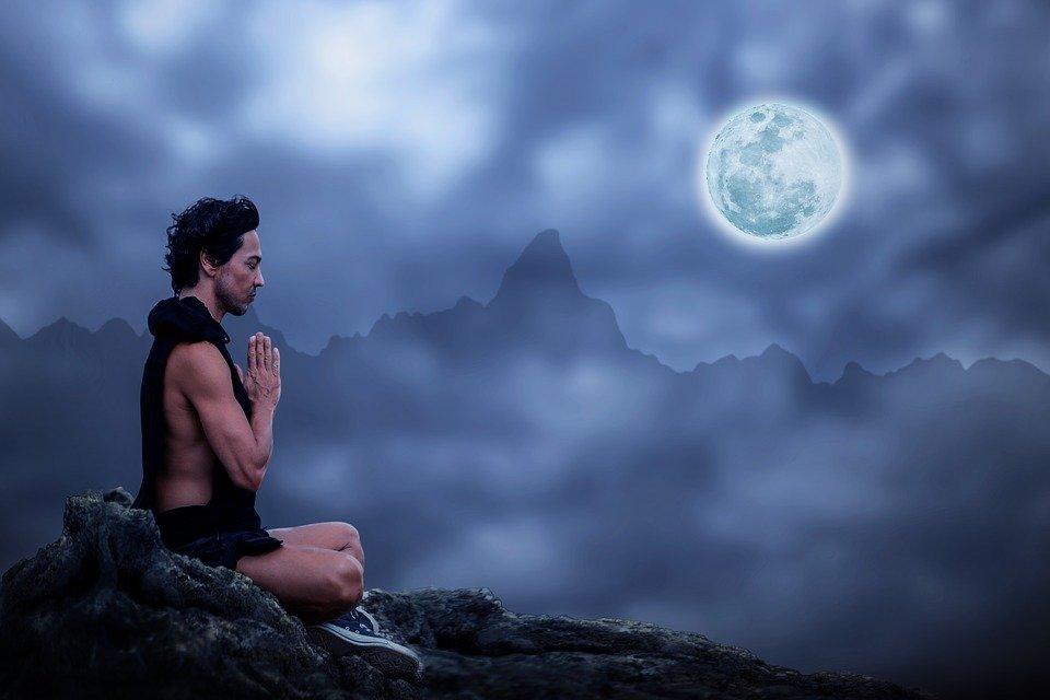 Le yoga trouve ses origines dans les connaissances répandues par le premier gourou nommé Adioyogi