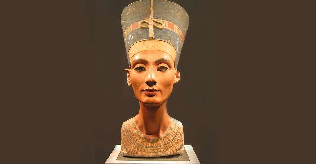 Néfertiti, épouse d'Akhenaton et reine d'Égypte | Dossier